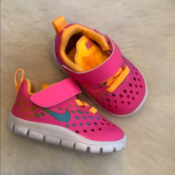 24b9a6708d94 NWOT baby girl Nike free shoes. M 5c69de8a409c157596252b99